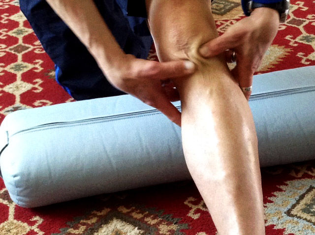 cross friction massage on knee